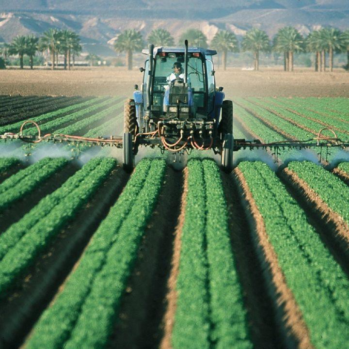 farmer-tractor-agriculture-880567.jpg